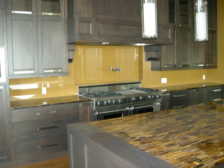 4 good reasons to install a glass splashback in your